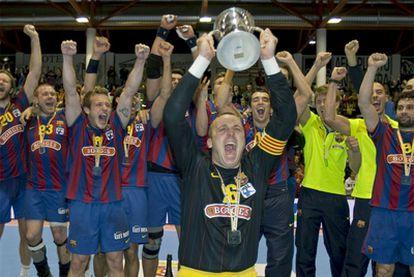 Barrufet levanta la Copa del Rey.