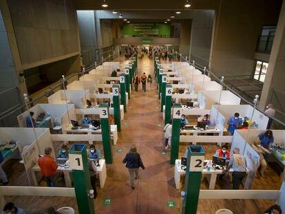 Centro de vacunación en el Estadio Olímpico de Sevilla.