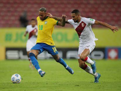 Neymar conduce el balón en el Brasil-Perú del pasado jueves correspondiente a la fase de clasificación sudamericana para el Mundial 2022. Ricardo Moraes (REUTERS)