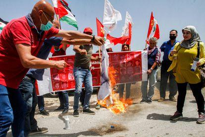 Protesta en Líbano contra la reanudación de las negociaciones de la frontera marítima con Israel, este martes.