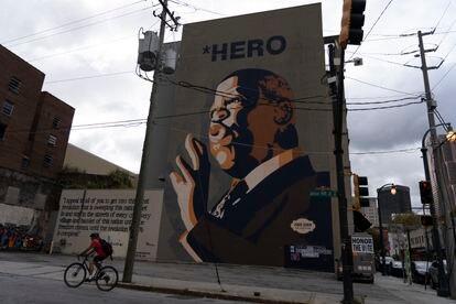 Mural en honor a John Lewis, inaugurado por él mismo meses antes de su muerte.