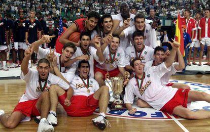 La selección española celebra su triunfo en el Mundial junior en 1999.