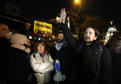 Pablo Iglesias, secretario General de Podemos, anoche en una manifestación por el precio de la luz.
