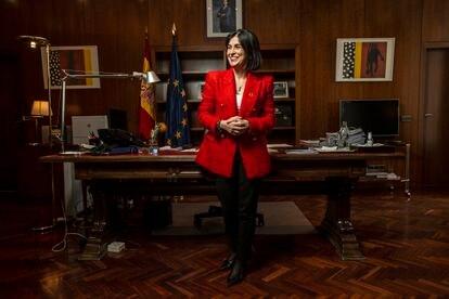 La ministra de Sanidad, Carolina Darias, posa en su despacho este viernes.