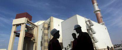 Trabajadores de la planta nuclear de Bushehr, situada al sur de Teherán, en una imagen de archivo de 2010.