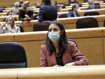 La ministra de Igualdad, Irene Montero, momentos antes del inicio de una sesión de control al Gobierno en el Senado, a 20 de octubre de 2020.