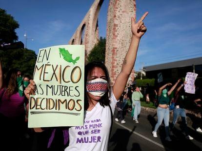 Una mujer durante una protesta a favor de la despenalización del aborto en Querétaro, México, en una fotografía de 2020.