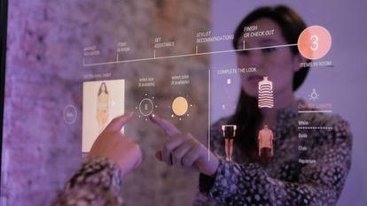 El espejo interactivo con opción de pago 'contactless' fue una de las grandes atracciones del stand de Matercard en el MWC.