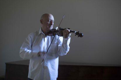 Emilio Moreno, violinista y profesor de violín y viola históricos en el Departamento de Música Antigua de la ESMUC.