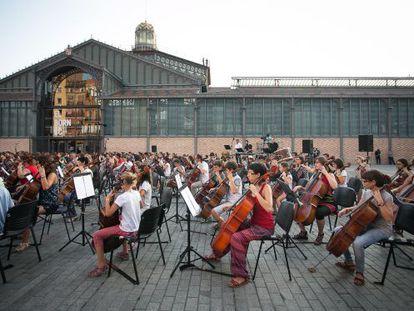 Concierto de violonchelos la pasada Diada en la plaza del Born Centre Cultural (BCC)