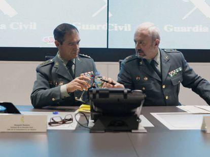 El coronel Ezequiel Romero, jefe de la comandancia de la Guardia Civil de Huelva, a la izquierda, y Jesús García, teniente coronel de la Unidad Central Operativa, UCO. EUROPA PRESS / VÍDEO: ATLAS