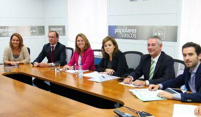 Santamaría, en la reunión con la dirección del PP vasco.
