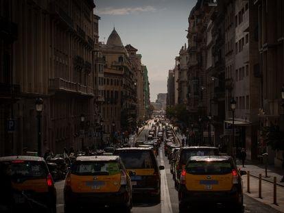 Protesta convocada por Élite Taxi en marzo en Barcelona contra la llegada de Uber.