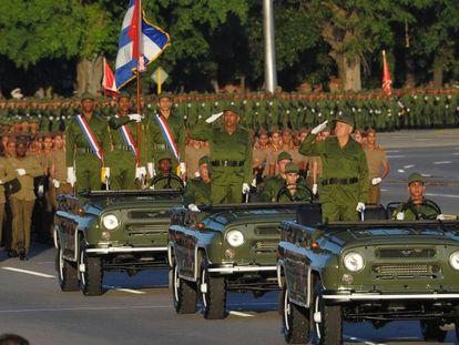 Las tropas cubanas desfilan en honor al fallecido líder cubano Fidel Castro, el 2 de enero de 2017.