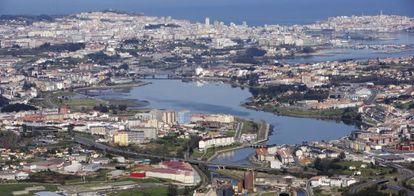 Construcciones en torno a la ría de O Burgo, en La Coruña.
