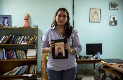 Josefina Dávila holds a photograph of her sister, Tamara Dávila, detained by the Daniel Ortega regime.