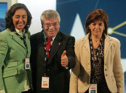 La cúpula de la FEMP: Rosa Aguilar (IU), el presidente, Pedro Castro (PSOE), y Regina Otaola (PP).