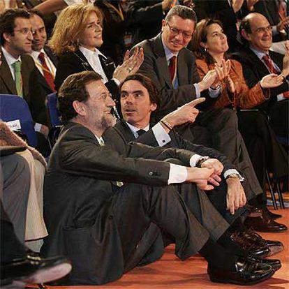 Mariano Rajoy, José María Aznar y otros dirigentes del PP, en la convención del partido en Madrid.