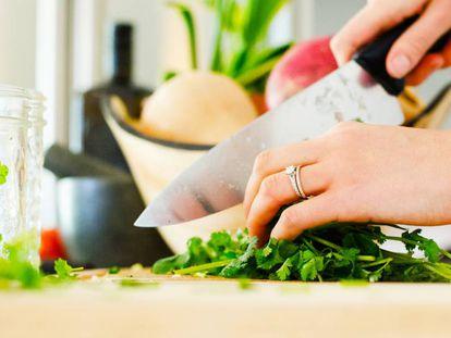Nueve cuchillos japoneses (y tres accesorios) para cocinar en casa como un profesional