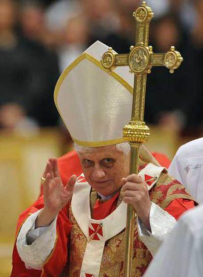 Benedicto XVI, durante la misa celebrada ayer en Roma.