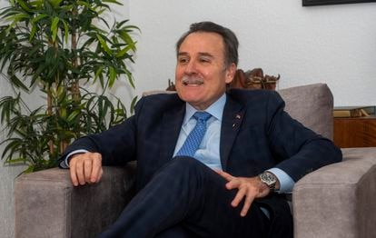 Gustavo Machín Gómez, embajador de Cuba en España, durante la entrevista.