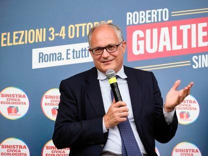 Roberto Gualtieri, candidato del Partido Democrático en Roma, durante un acto electoral.