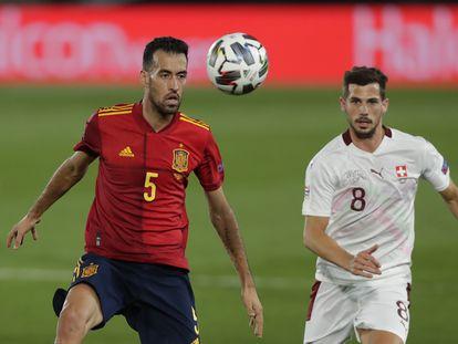Sergio Busquets, durante el último España-Suiza disputado en el estadio Alfredo di Stéfano de Madrid. / Manu Fernandez (AP)