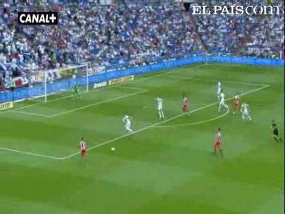 """Libre de corsés tácticos, el Real Madrid termina el curso con 102 goles y arrolla al Almería. <strong><a href=""""http://www.elpais.com/buscar/liga-bbva/videos"""">Vídeos de la Liga BBVA</a></strong>"""