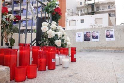 Velas en recuerdo de Younes Bilal, asesinado el pasado 13 de junio, en Mazarrón (Murcia).