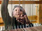 25 de mayo de 2021 - Reportaje Audaz EPS con Inés Rodríguez. Tejer es un arte centenario y minucioso al que Rodríguez dedica siete horas al día. Hay que dejar tiempo para la vida familiar, pero también para la Asociación de Mujeres Ejecutivas gallegas ©Francis Tsang