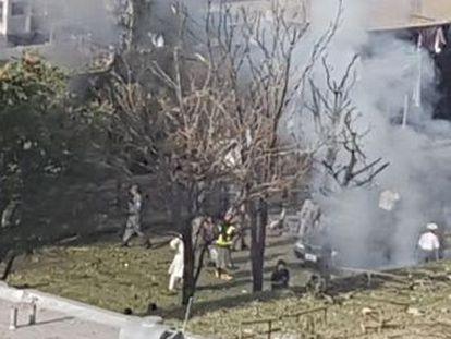 El coche bomba se lanzó contra un autobús que transportaba a empleados del Ministerio de Minas , explica el portavoz de Interior