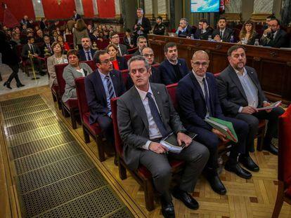 Los 12 acusados en el juicio del 'procés', en el banquillo del Tribunal Supremo durante la vista oral.