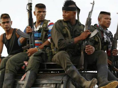 Un grupo de guerrilleros llegan a El Diamante para el congreso de las FARC, en septiembre de 2015.