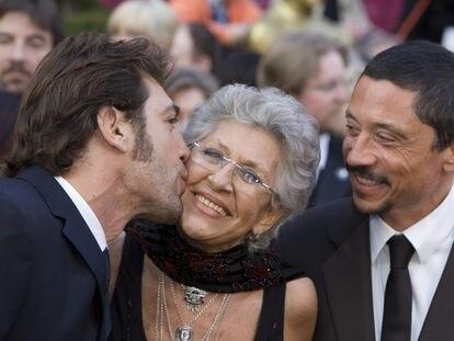 Desdela izquierda, Javier, Pilar y Carlos Bardem, en la ceremonia de entrega de los Oscar en la que el primero obtuvo la estatuilla por 'No es país para viejos', en 2008.