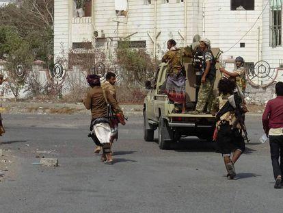 Fuerzas progubernamentales, este lunes en la ciudad yemení de Hodeida.