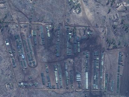 Imágenes por satélite de tanques y equipamiento de defensa en el campo de entrenamiento de Pogorovo, cerca de la ciudad rusa de Voronezh, a unos 100 kilómetros de Ucrania.