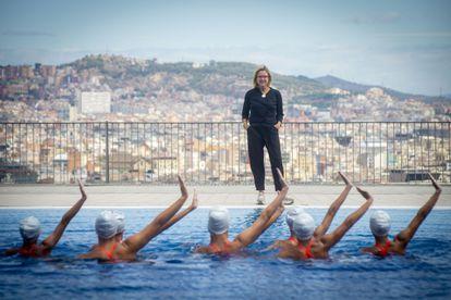 Anna Tarrés, en julio en Barcelona, durante un entrenamiento del dúo de Israel con nadadoras del club Kallípolis.