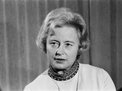 Margaret Burbidge, astrofísica británica en el Royal Greenwich Observatory, el 19 de noviembre de 1971.