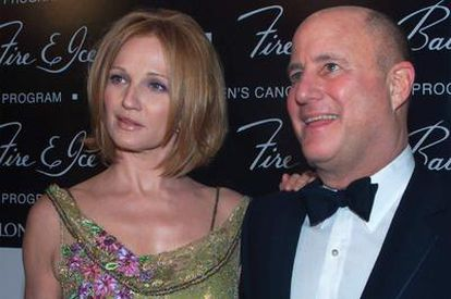 Ellen Barkin y Ronald Perelman llegando a  una fiesta cuando estaban felizmente casados.