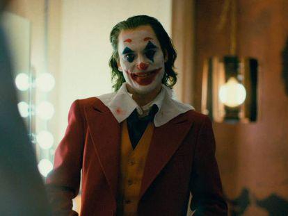 Joaquin Phoenix, en un fotograma de 'Joker'. En vídeo, todos los nominados.