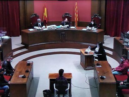Segunda sesión del juicio a 'la manada de Sabadell' por una violación múltiple en 2019.