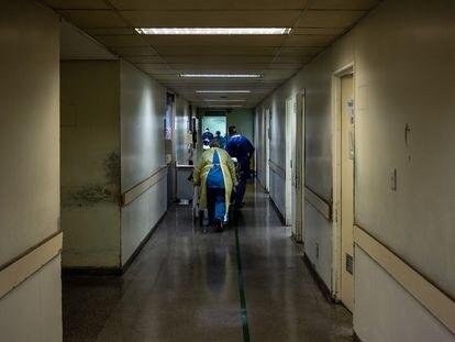 Un pasillo del Hospital Municipal Tide Setúbal, que amplió las plazas de UCI de 7 a 41 para tratar a pacientes con coronavirus.
