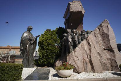 Monumento a los voluntarios soviéticos que lucharon con los republicanos en el cementerio de Fuencarral