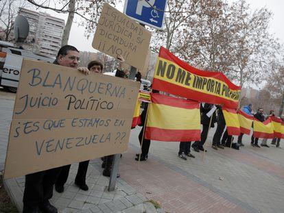 Concentración en 2016 de apoyo a los acusados del asalto de un grupo de extrema derecha a la librería Blanquerna durante la celebración de la Diada de 2013 en Madrid.
