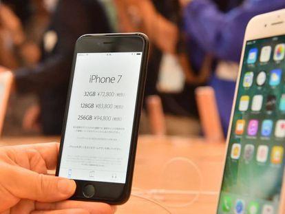 El iPhone 7 junto al iPhone 7 Plus.