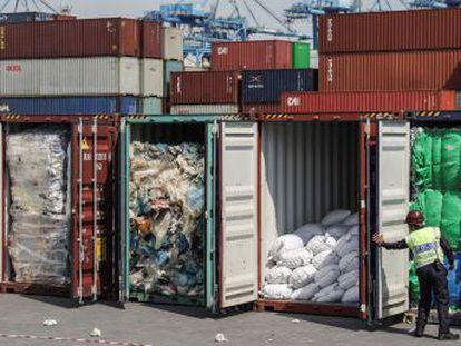 El veto que China impuso a la entrada de basuras se extiende por la región y otras naciones devuelve los contenedores cargados de desechos a sus países de origen, entre ellos España