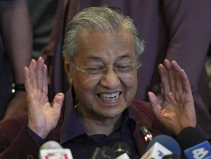 El primer ministro de Malasia, Mahathir Mohamad, durante una conferencia de prensa, este domingo en Putrajaya.
