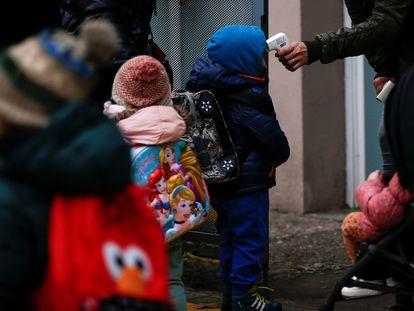 Entrada a la escuela Rubén Darío de Barcelona, el 11 de enero.