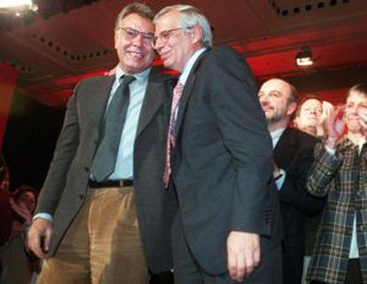 Felipe González y Josep Borrell, en un acto del PSOE en 1998.