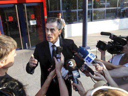El abogado de Ausàs atiende a los medios de comunicación tras conocer que su defendido ingresará esta noche en la prisión de Ponent.